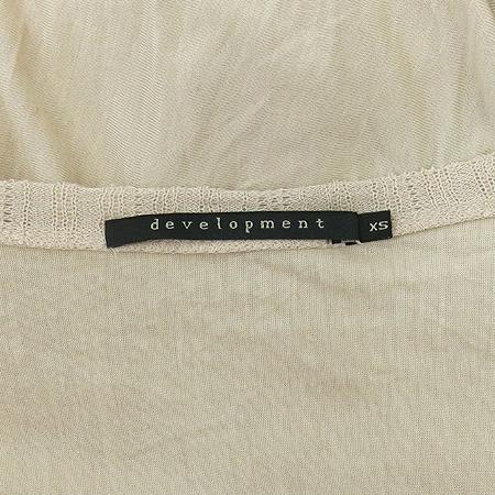 Development(디벨롭먼트) 베이지 컬러 카울넥 롱 티