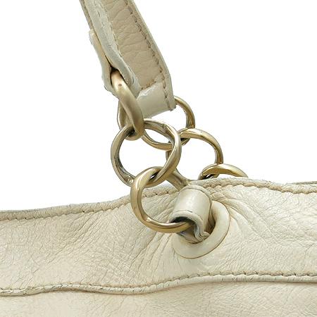 Chanel(샤넬)  아이보리 컬러 레더 금장 체인 사각 숄더백 이미지4 - 고이비토 중고명품
