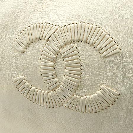 Chanel(샤넬)  아이보리 컬러 레더 금장 체인 사각 숄더백 이미지5 - 고이비토 중고명품
