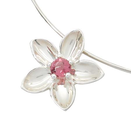 Tiffany(티파니) 925(실버) 크리스탈 장식 플라워 펜턴드 후프 라운드 목걸이