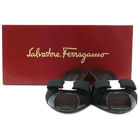 Ferragamo(페라가모) 은장 로고 바라 장식 여성용 샌들