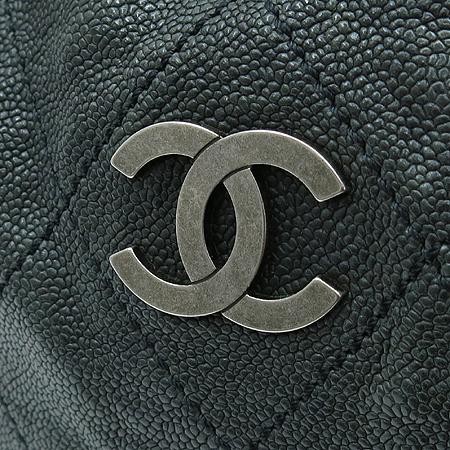 Chanel(샤넬) 빈티지 캐비어 스킨 은장 COCO 로고 호보 숄더백 이미지7 - 고이비토 중고명품