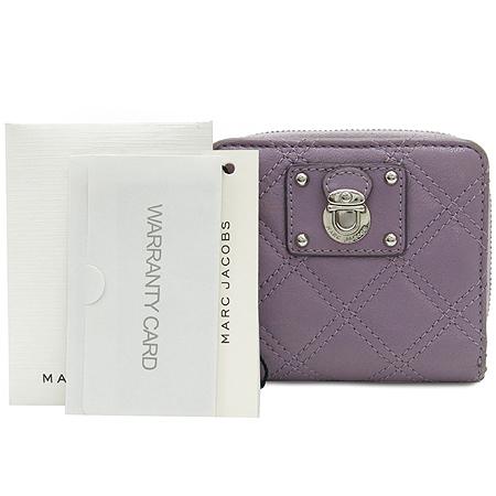 Marc_Jacobs(마크제이콥스) C3121403 은장 로고 장식 퀄팅 퍼플 레더 짚업 반지갑