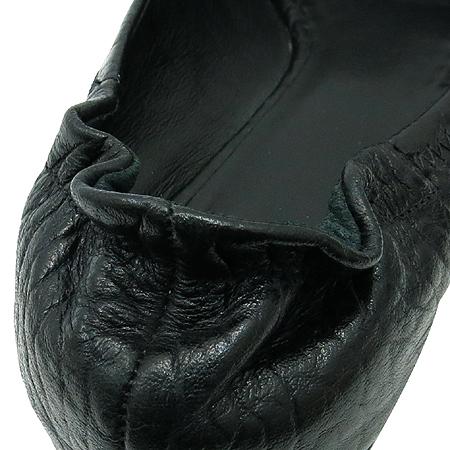 TORY BURCH(토리버치) 아만다 로고 장식 블랙 레더 플랫 슈즈