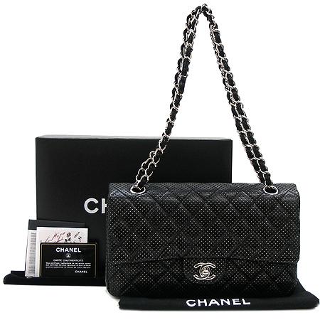Chanel(샤넬) 퍼포 램스킨 클래식 M 사이즈 은장 체인 숄더백