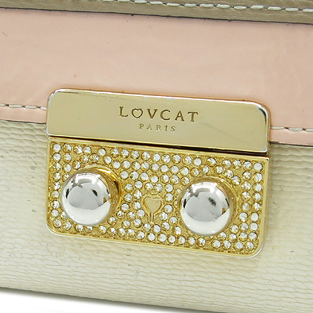 LOVCAT(러브캣) 금장 버클 장식 3단 중지갑