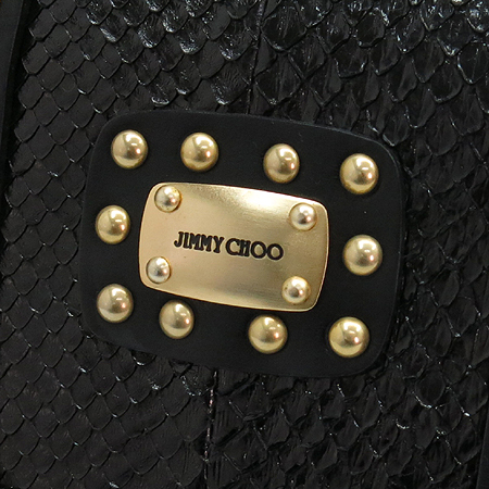 JIMMY CHOO(지미추) 금장 로고 장식 블랙 뱀피 레더 징장식 숄더백 [압구정매장]