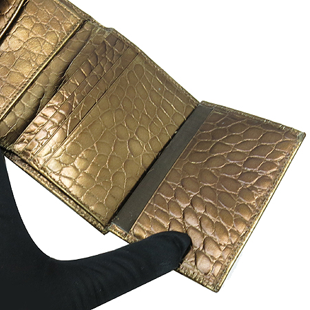 Aigner(아이그너) 로고 장식 골드 메탈릭 크로커다일 문양 3단 반지갑 [강남본점]
