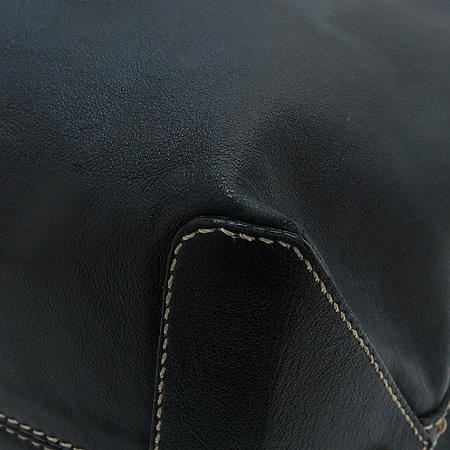 Aigner(아이그너) 블랙 레더 퍼포 스티치 로고 장식 숄더백