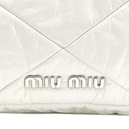 MiuMiu(미우미우) 화이트 페이던트 퀼팅 은장 버클 숄더백 겸 클러치백