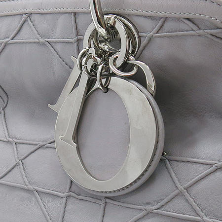 Dior(크리스챤디올) M1301PGCA 퀄팅 램스킨 그랑빌 토트백+숄더 스트랩