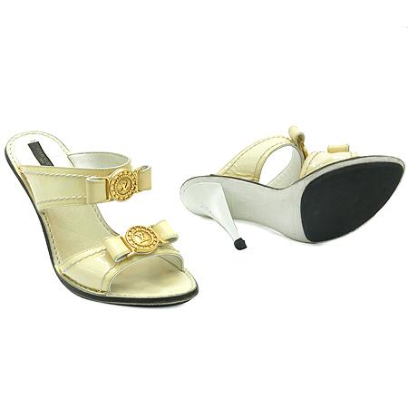 Louis Vuitton(루이비통) 골드 메탈 라운드 로고 장식 페이던트 레더 여성 샌들