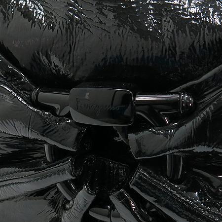 Ferragamo(페라가모) 21 B393 블랙 페이던트 간치노 장식 위빙 핸들 숄더백