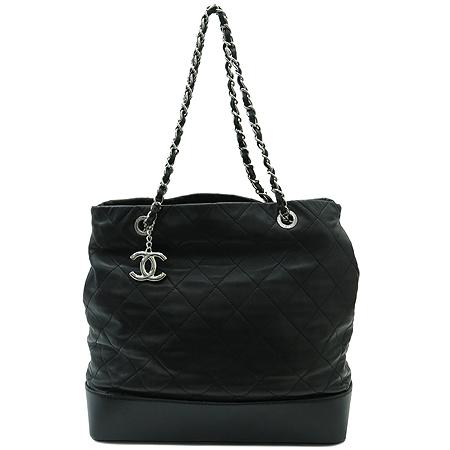 Chanel(샤넬) A49861Y06980 2011년 크루즈 램스킨 퀼팅 은장 체인 숄더백 [명동매장] 이미지2 - 고이비토 중고명품