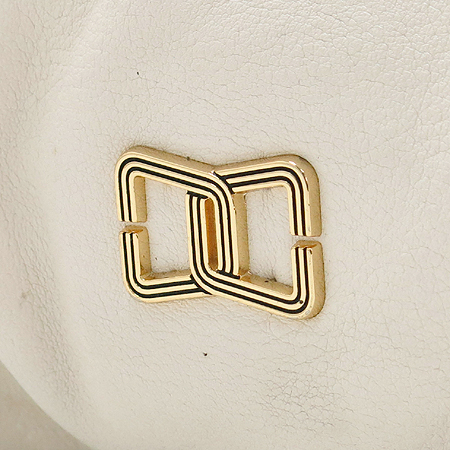 DOUBLE M(더블엠) 금장 로고 장식 화이트 레더 숄더백