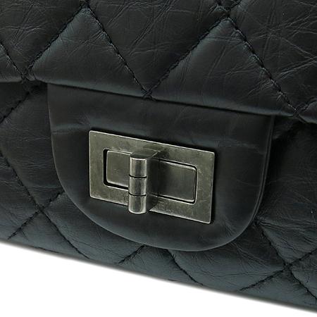 Chanel(샤넬) A37590Y04150 C3906 빈티지 카프스킨 블랙 2.55 L사이즈 점보 은장로고 체인 숄더백 이미지4 - 고이비토 중고명품