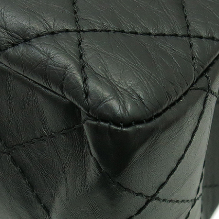 Chanel(샤넬) A37590Y04150 C3906 빈티지 카프스킨 블랙 2.55 L사이즈 점보 은장로고 체인 숄더백 이미지7 - 고이비토 중고명품