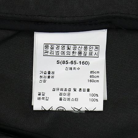 BNX(비엔엑스) 차콜그레이컬러 링 장식 베스트