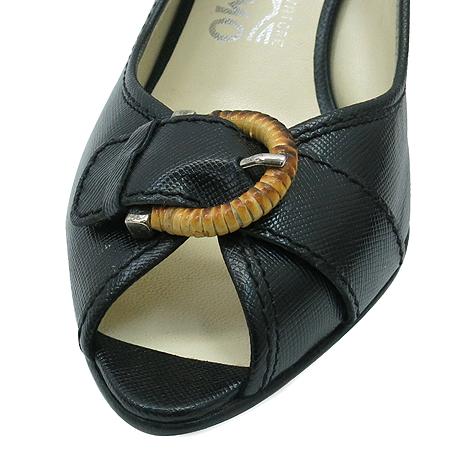 Ferragamo(페라가모) 블랙 컬러 벨트 장식 슬링백 여성용 샌들