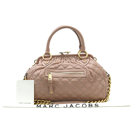 Marc_Jacobs(마크제이콥스) 금장 체인 장식 피치 핑크 래더 퀼팅 스탐백 2WAY [대구반월당본점]