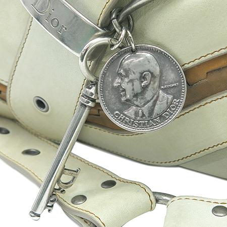 Dior(크리스챤디올) 아이보리 레더 은장 열쇠 장식 가우초 숄더백