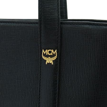 MCM(엠씨엠) 금장 로고 장식 바겟 숄더백