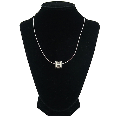 Hermes(에르메스) 화이트 컬러 스틸 H 스퀘어 큐브 목걸이