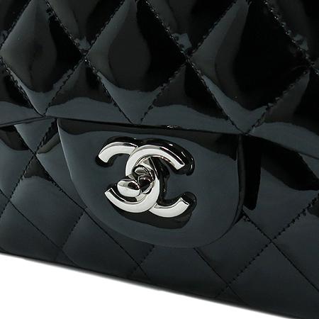 Chanel(샤넬) A58600Y06830 블랙 페이던트 클래식 점보 사이즈 은장 체인 숄더백 [명동매장] 이미지4 - 고이비토 중고명품