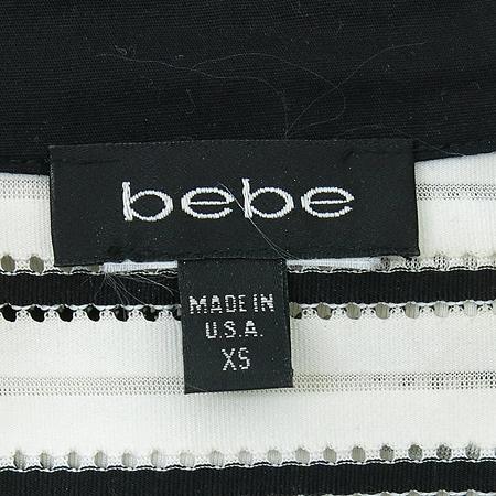BEBE(베베) 블랙, 화이트컬러 카라 티