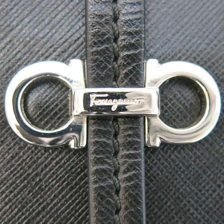 Ferragamo(페라가모) 21B982 은장 로고 장식 블랙 페블 사피아노 토트백 [일산매장]