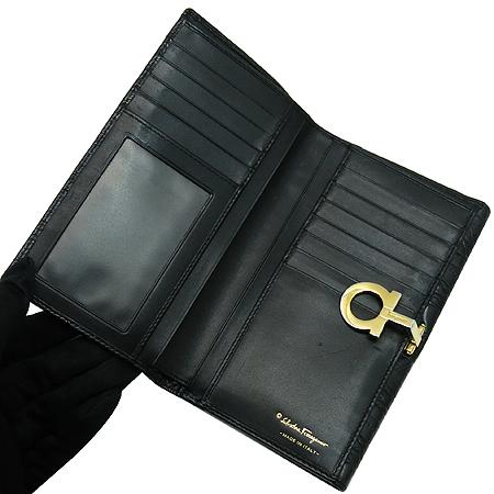 Ferragamo(페라가모) 220119 금장 간치노 로고 장식 크로커다일 문양 레더 중지갑