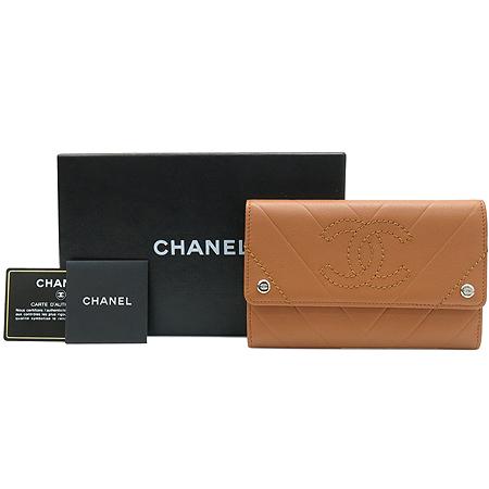 Chanel(샤넬) A33486Y01669 COCO로고 스티치 장식 브라운 레더 중지갑 [명동매장]