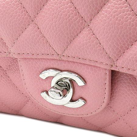 Chanel(샤넬) A01112 캐비어 스킨  클래식 M 사이즈 은장 체인 숄더백 [명동매장]