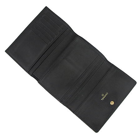 Chanel(샤넬) A13225Y01864 COCO로고 캐비어스킨 3단 중지갑 이미지2 - 고이비토 중고명품