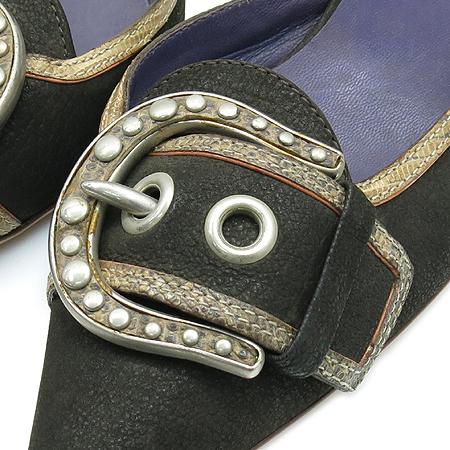 Prada(프라다) 블랙 레더 벨트 장식 펌프스 구두 이미지5 - 고이비토 중고명품