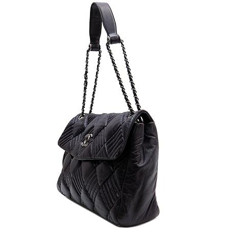 Chanel(샤넬) COCO 은장 로고 장식 램스킨 퍼플 컬러 여성용 숄더백 이미지2 - 고이비토 중고명품