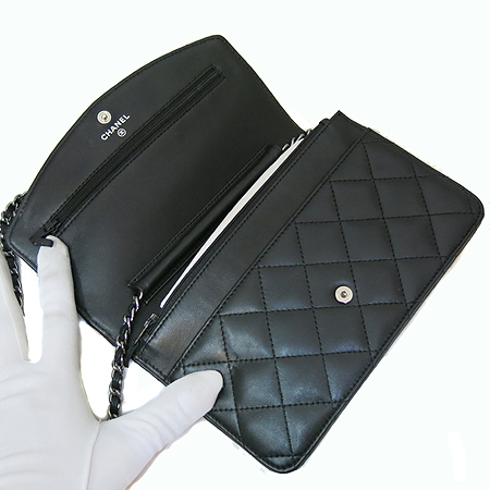 Chanel(샤넬) A31802Y02419 실버 COCO로고 블랙 램스킨 은장 체인 WOC 클러치 겸 크로스백 [일산매장]