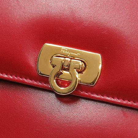 Ferragamo(페라가모) 금장 간치니 버클 레드 컬러 레더 플랩 파우치 이미지3 - 고이비토 중고명품