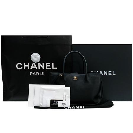 Chanel(샤넬) A15206Y01570 캐비어 스킨 금장 CC로고 서프 토트백 + 숄더 스트랩 [압구정매장]