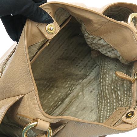 Prada(프라다) BR4477 VIT.DAINO 베이지 컬러 금장 로고 장식 숄더백