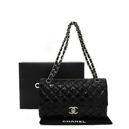 Chanel(샤넬) A39336Y01799 블랙 페이던트 클래식 M 사이즈 은장 체인 숄더백 [부천 현대점]