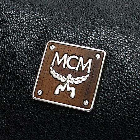 MCM(엠씨엠) 태슬 레더 장식 블랙 숄더백