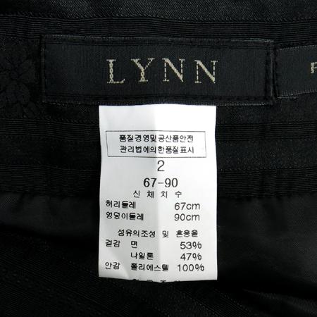 LYNN(린) 블랙컬러 플라워패턴 주름스커트