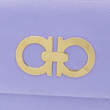 Ferragamo(페라가모) 22 7121 골드 메탈 간치니 로고 사피아노 레더 장지갑 [부산본점]