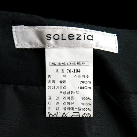 SOLEZIA(쏠레지아) 블랙 컬러 벨벳 스커트 이미지4 - 고이비토 중고명품