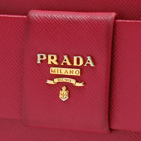 Prada(프라다) 1M1132 금장 로고 SAFFIANO(사피아노) 리본 장식 장지갑