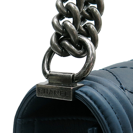 Chanel(샤넬) A92106 카프스킨 네이비 보이 샤넬 L 사이즈 퀼팅 체인 플랩 숄더백 [압구정매장]