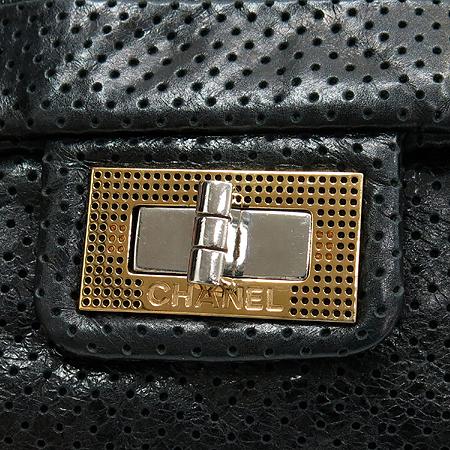 Chanel(샤넬) A37560Y04847 블랙 퍼포 램스킨 2.55 실버 메탈 체인 숄더백 이미지5 - 고이비토 중고명품
