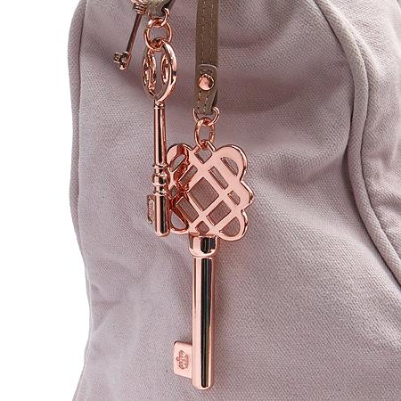 JUICY COUTURE(쥬시꾸뛰르) 핑크 패브릭 금장 로고 프린팅 키 장식 쇼퍼 토트백