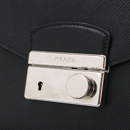 Prada(프라다) BN0924 SAFFIANO METAL NERO 은장로고 락 장식 2WAY